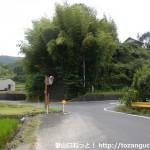 岩国市生活交通バスの下谷北バス停横のT字路