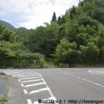 上谷バス停(岩国市生活交通バス)の上のT字路