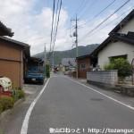 JR玖珂駅北側の国道2号線の変則五差路から比叡神社の方に入ったところ