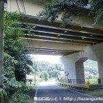 県道7号線が山陽自動車道をくぐるところ