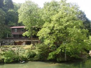 大谷池の最奥部にあるえひめ森林公園の管理事務所