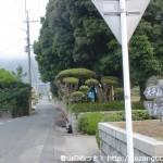 富海公民館前バス停(防長バス)横の信号を山側に入ったところ