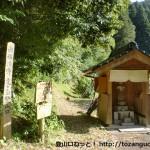 常安寺にある虎ヶ岳の観音滝コースの登山口