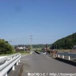 渓月院の手前の木製の欄干のある橋のところ