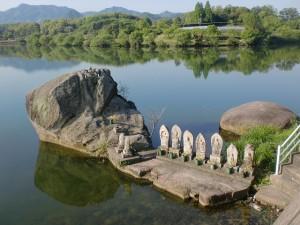 三つ子石(香川県木田郡三木町)