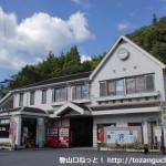 錦町駅(錦川鉄道)と錦町駅バス停(岩国市生活交通バス)