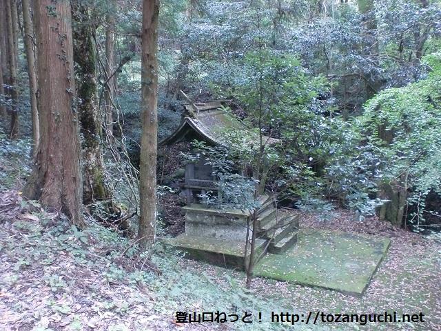 城将山の登山口 平野神社にアクセスする方法(錦町駅からバス)