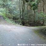 城将山登山口手前の橋のところ