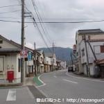 徳佐駅前の車道