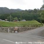 山角バスバス停(バス回転場)前の十種ヶ峰登山口