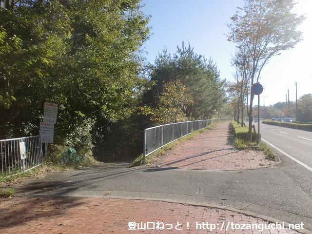 県道570号線から有馬富士(福島大池)方面に入る林道入口