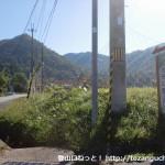 神姫バスの十倉バス停そばのT字路に立てられている大船山の登山口を示す道標