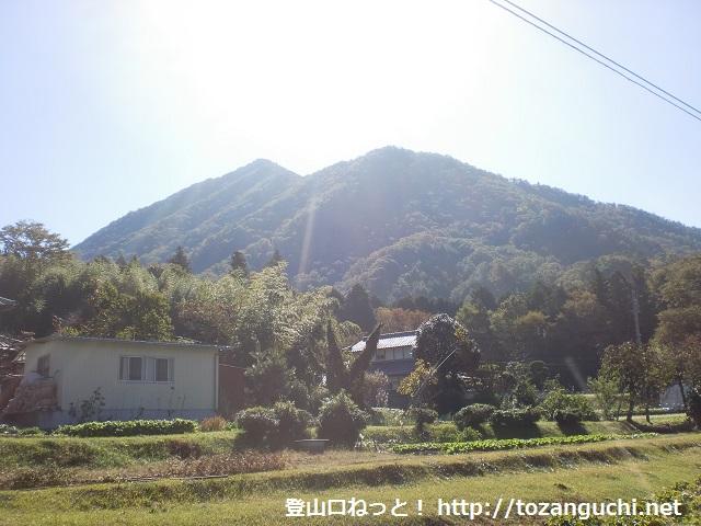 西側山麓の十倉地区から見る大船山