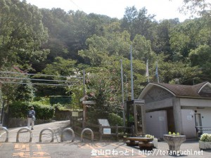 枚岡公園の生駒山登山口