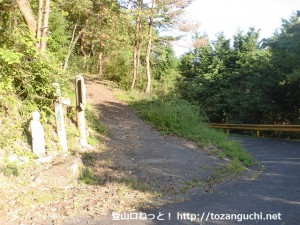 成君寺山の登山道入口