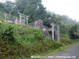 莇ヶ岳登山口に行く途中の石鎚神社