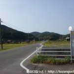 今小野バス停から武者頓遺跡に向かう農道の入口