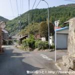 石町バス停から神上寺に行く途中の石碑・石仏のあるところ