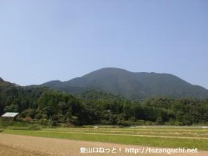 神上寺に行く途中から見る華山