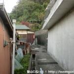 JR冷水浦駅の南側の国道42号線の脇にある峠の地蔵さん(藤白峠・地蔵峰寺)への登り口