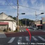 JR湯浅駅西側の商店街を北に抜けたところの川の前