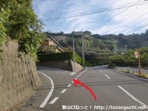 湯浅警察署の北側にある熊野古道への分岐