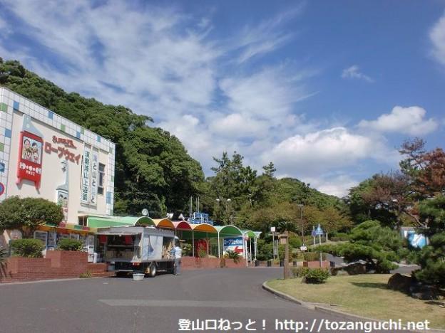山陽電鉄の須磨浦公園駅と須磨浦山上公園のロープウェイのりば