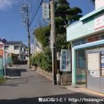 山陽電鉄の月見山駅前の路地