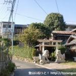 常磐大学(玉田学園)のすぐ先の分岐を右に入った先のお宮さん前