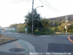 雄岡山登山口の方に入るところ
