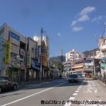 六甲駅(阪急電車)前の車道