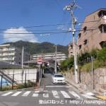 神戸市立上野中学校横のローソン前から摩耶山の登山口方面に上るところ