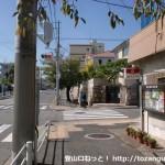 神戸市灘区の護国神社そばの交番前