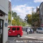 阪急電車の御影駅南口の交番前