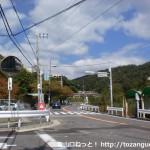 白鶴美術館の南側交差点(バス道側)