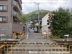阪急岡本駅東側の踏切