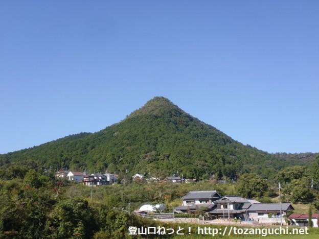 有馬富士(県道49号線方面から見たところ)