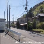 藍本駅から駅前の車道に出るところ