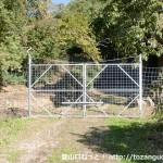 弥十郎ヶ岳の竹谷コースに至る林道竹谷線の入口にある防獣ゲート