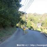 小金ヶ岳登山道入口手前の分岐地点