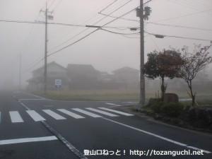 東中バス停(神姫バス)横のT字路