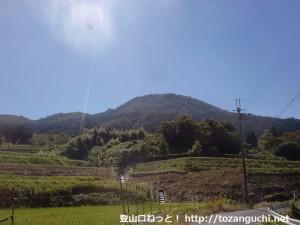 慈眼寺の近くからみる三草山