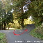 三草山の登山口となる才ノ神峠に向かう林道の入口(反対側から)