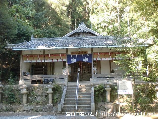 高代寺山や吉川城址の登山口となる吉川八幡神社