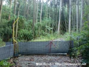 鴻応山の牧登山口の林道ゲート