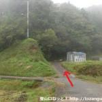 阪急バスの平野バス停横の橋を渡った先の分岐