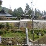 光明山の登山口となる法輪寺