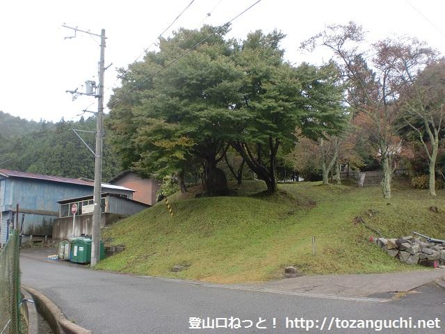 明ヶ田尾山の登山口 高山右近生誕之地碑にアクセスする方法