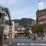 阪急電鉄の箕面駅出口前