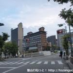 宝塚駅南口から武庫川を渡るところ